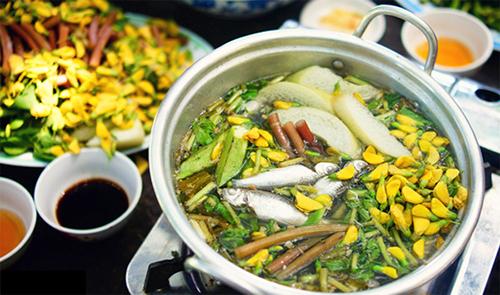 Món ngon ở Đồng Tháp: Lẩu cá Linh hoa điên điển