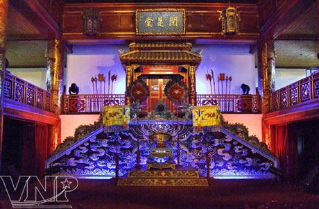 Bên trong Nhà hát Duyệt Thị Đường. (Ảnh: Báo ảnh Việt Nam)