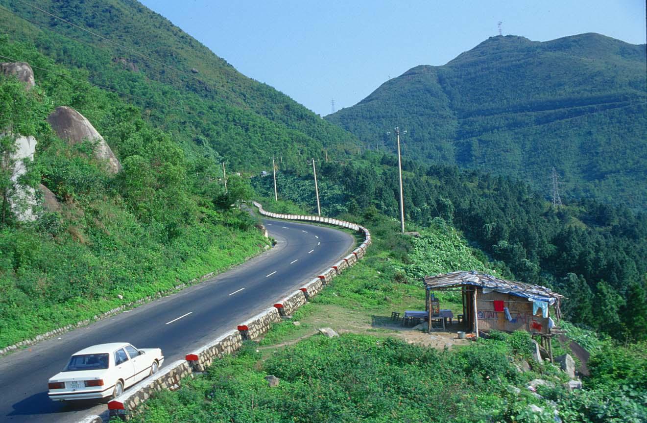Đoạn đường giao thông đi qua Đèo Hải Vân