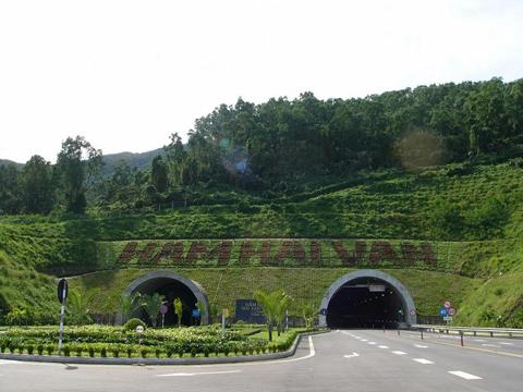 Tuyến đường hầm Đèo Hải Vân