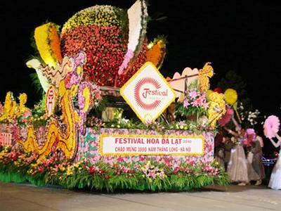 Thuyền rồng hoa tại lễ hội Đà Lạt