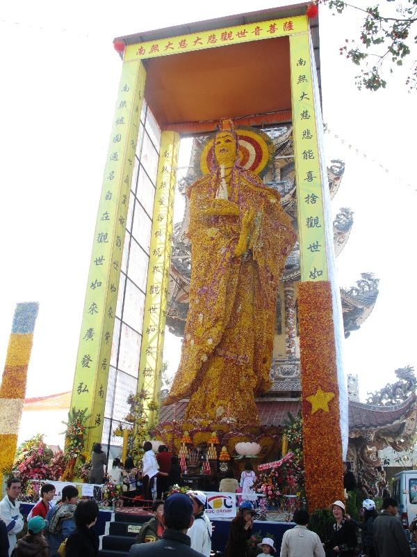 Đà Lạt dựng tượng Phật bằng hoa lớn nhất thế giới