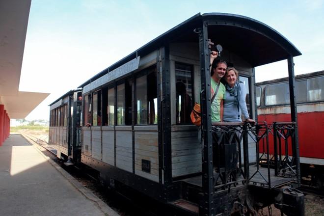 Phần lớn khách du lịch là người nước ngoài, muốn tham quan và trải nghiệm ga tàu cổ kính và đẹp nhất Việt Nam này