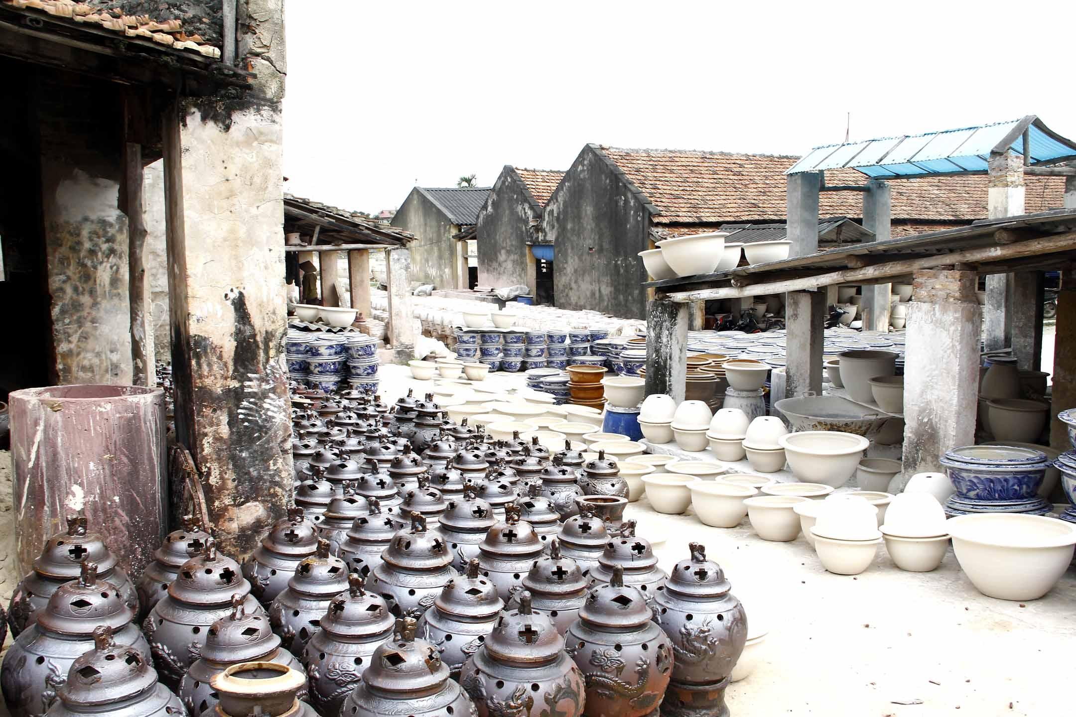 Sản phẩm gốm sứ Đông Triều được sản xuất hàng loạt và đưa đi thiêu thụ