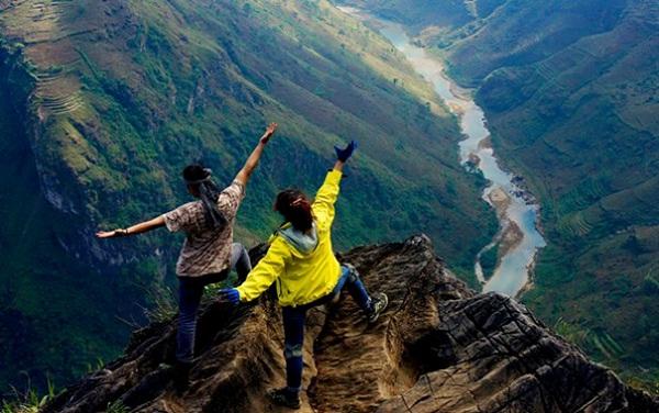 Đèo Mã Pí Lèng - điểm nứt gãy nhìn xuống dòng sông Nho Quế.