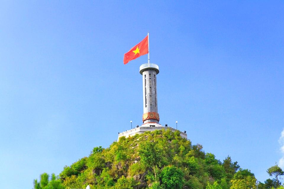Cột cờ Lũng Cú - Điểm du lịch hấp dẫn Hà Giang.