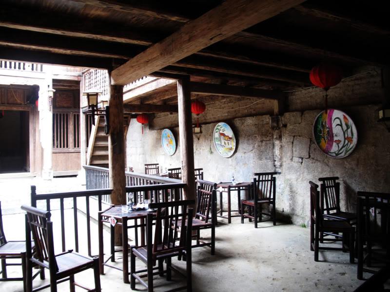 Thưởng thức cafe trong một quán yên tĩnh ở Đồng Văn