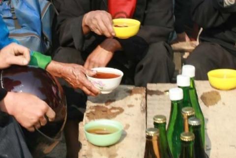 Thưởng thức rượu ngô và ăn đặc sản Hà Giang