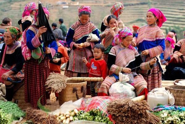 Dạo chơi ở các chợ phiên của người bản địa