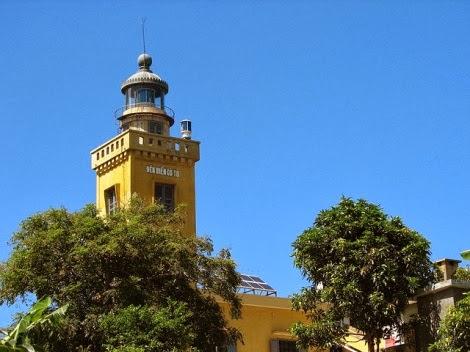 Trạm Hải đăng sừng sững, hiên ngang trên đảo là biểu tượng khẳng định chủ quyền đất nước – Ảnh: dulichcoto.