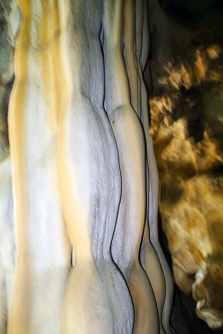 Cột đá dạng vân gợn sóng