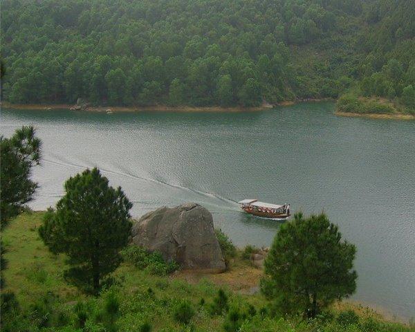 Một góc hồ Kẻ Gỗ