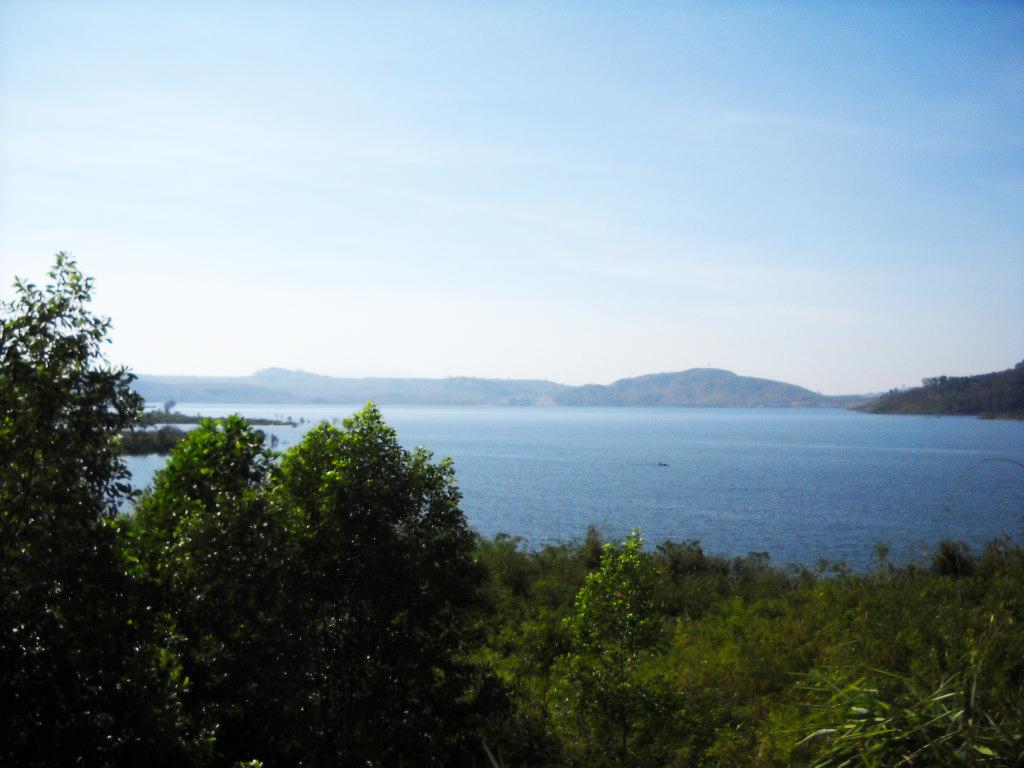 Toàn cảnh hồ Lăk