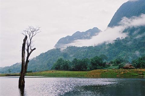 Hồ mang vẻ đẹp thuần khiết như người con gái dân tộc