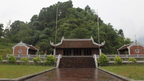Núi Văn - núi Võ