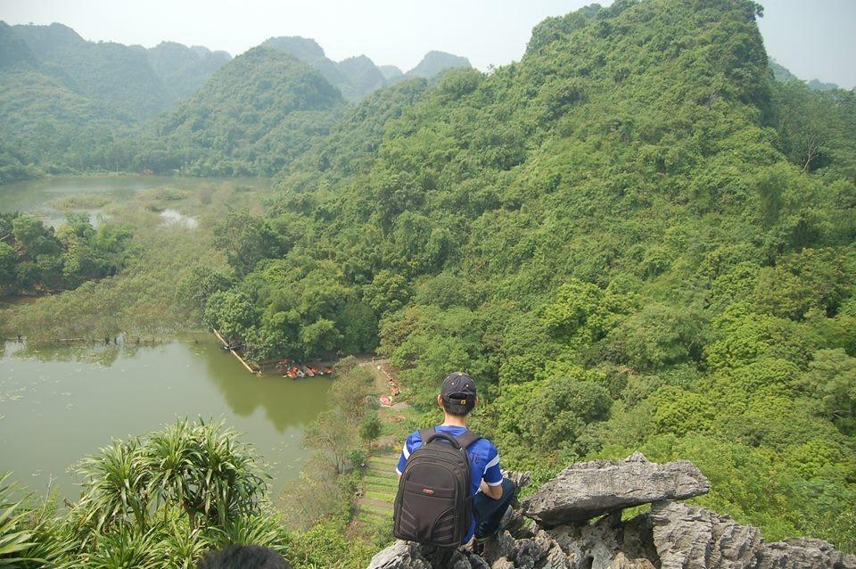 Ngắm nhìn hồ từ đỉnh Hoa Quả Sơn