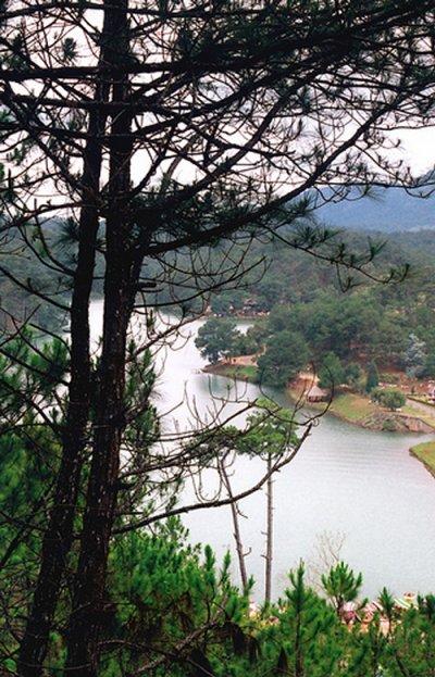 Một góc hồ Than Thở nhìn từ trên cao xuống
