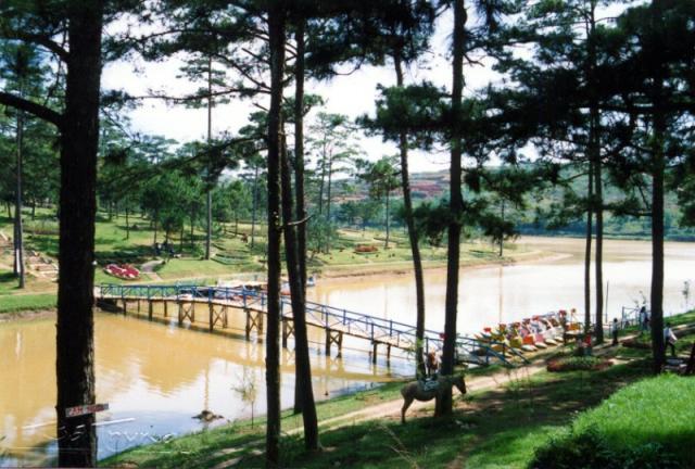 Trước đây chung quanh hồ là rừng thông.