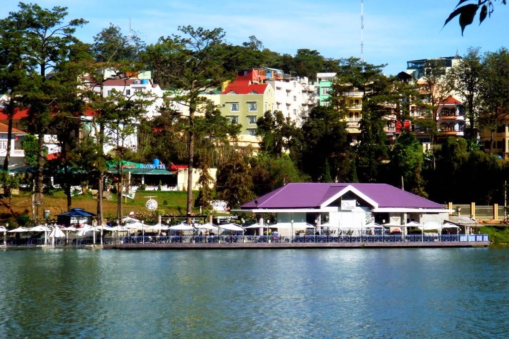 Nhà thủy tạ - hồ Xuân Hương