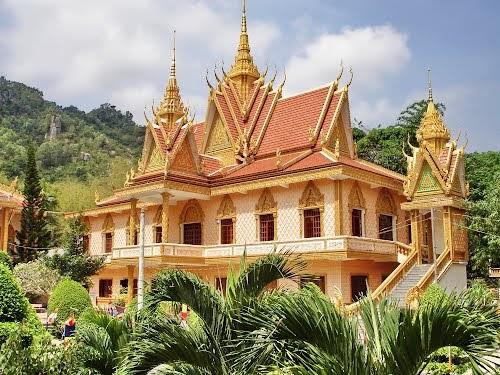 1 ngôi chùa theo kiến trúc Hindu giáo
