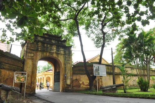 Cổng thành nhìn từ phía đường Hoàng Diệu.