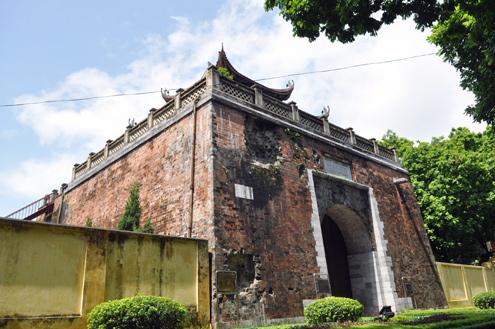 Thành Bắc Môn được xây bằng đá tảng, gạch nung rất kiên cố từ triều Nguyễn