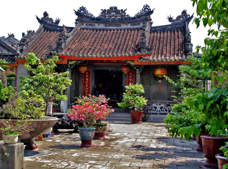 Sân vườn của Hội quán Phúc Kiến
