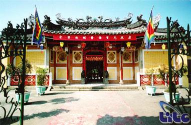 Sân phía trong hội quán Triều Châu