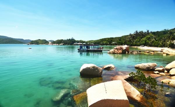Đảo Hòn Ông chỉ có một resort để bạn nghỉ ngơi. Ảnh: Hải Nam