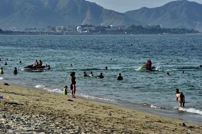 Bãi biển Vinpearl Land nằm trên đảo Hòn Tre, được cho là bãi tắm tự nhiên đẹp nhất vịnh Nha Trang.