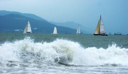 Sóng biển trên Vịnh Nha Trang