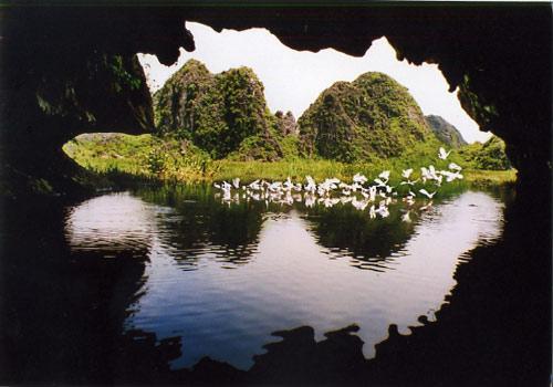 Vân Long nổi tiếng với nhiều hang động