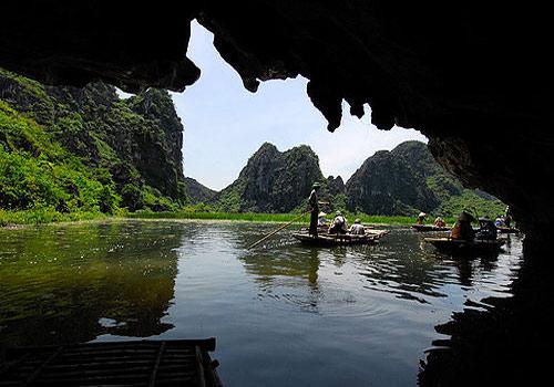 Hang động tại khu du lịch Vân Long