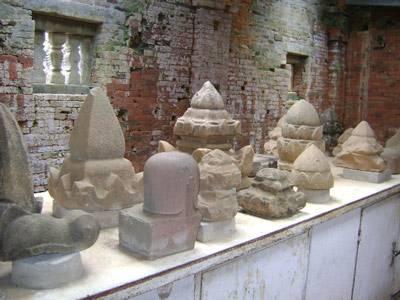 Di tích quần thể kiến trúc bằng đá sa thạch của triều đại Chămpa
