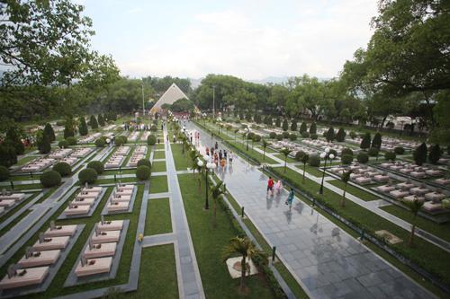 Nghĩa trang ngày nay được nâng cấp, trang hoàng đẹp như một công viên