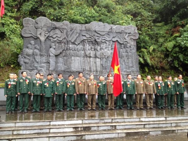 Đoàn đại biểu cựu chiến binh các tỉnh, thành phía Bắc làm lễ tri ân các chiến sỹ đã anh dũng hy sinh vì độc lập dân tộc tại Khu di tích Quốc gia đặc biệt rừng Trần Hưng Đạo