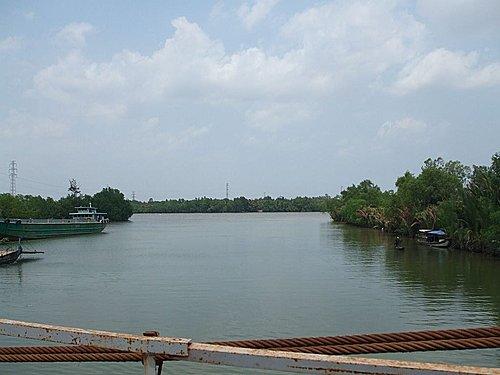 Trên cầu dây nhìn ra Vàm Nhựt Tảo, nơi tàu Hy Vọng bị nghĩa quân đốt cháy