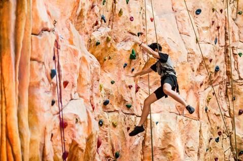 Người nhện - trò leo núi trong nhà - Khu công viên Fantasy - Bà nà Hill