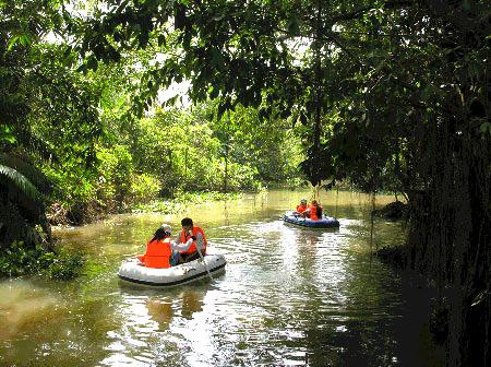 Khu du lịch Hồ Tiên Sa.