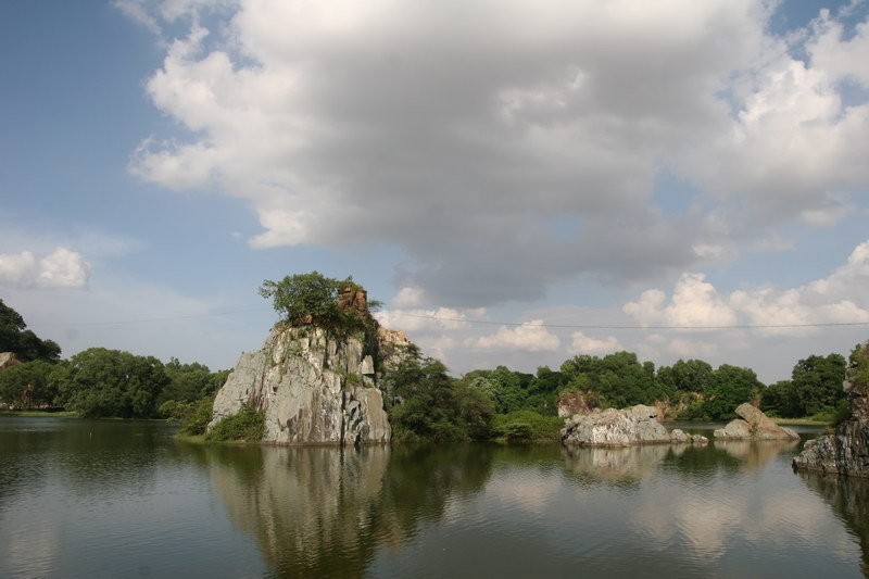 """Khu du lịch Bửu Long rộng 84 ha, được mệnh danh là """"Hạ Long trên cạn"""" của Đồng Nai"""