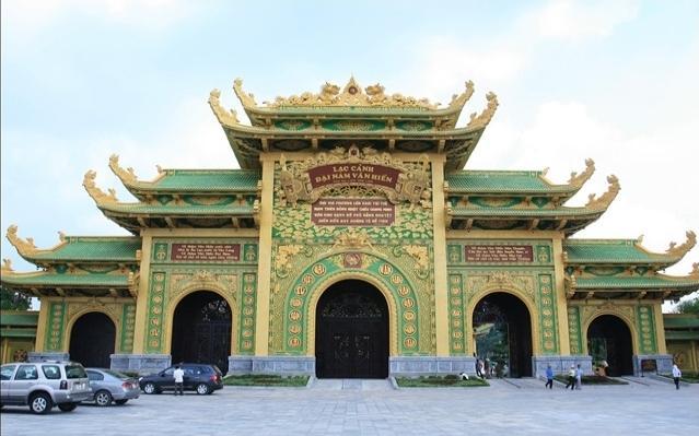Khu đền thờ với diện tích 9 ha hiện nằm ở vị trí trung tâm của Lạc Cảnh Đại Nam.