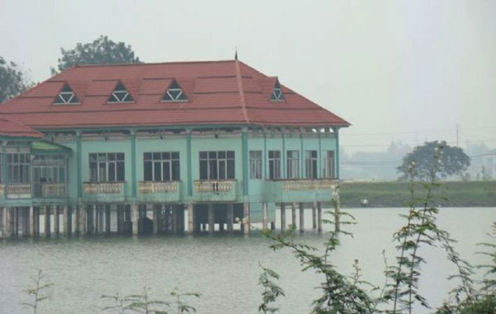Du khách có thể câu cá và chế biến thưởng thức ngay bên hồ