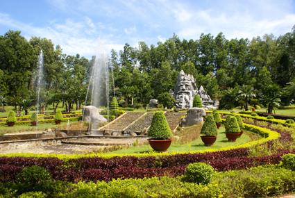 Vườn hoa  trang trí độc đáo trong công viên Madagui