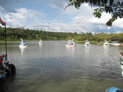  Hồ và suối thơ mộng...