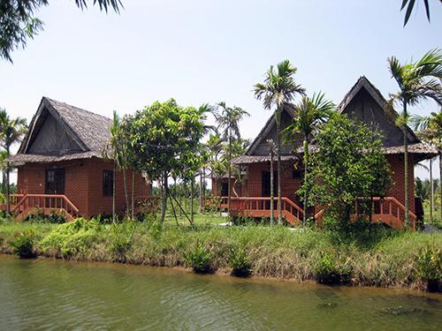 Những bungalow nhỏ bên hồ nước dành cho hoạt động nghỉ ngơi ,thư giãn