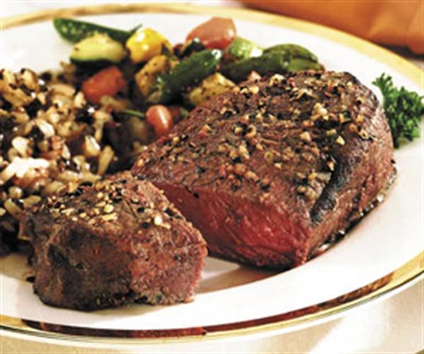 Thịt tái bò kiến đốt là một món ăn lạ ở Tam Đảo