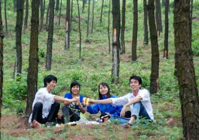 Khu du lịch hồ Yên Trung là điểm đến lý tưởng cho những cuộc picnic cuối tuần của các bạn trẻ.