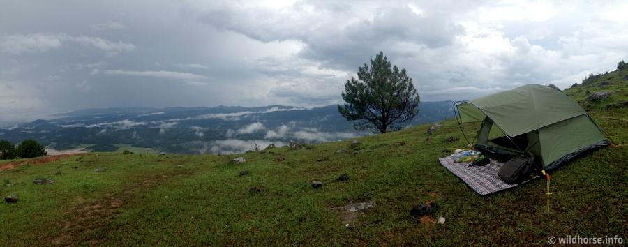 Cắm trại trên đỉnh Lang Biang