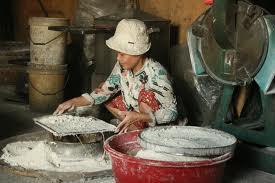 Làng bánh khô mè Cẩm Lệ