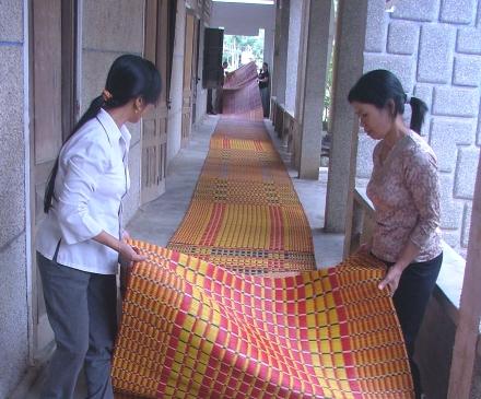 Chiếc chiếu dài 35 mét có thể trải dài từ đền Thượng đến đền Hạ trong Khu di tích đền Hùng